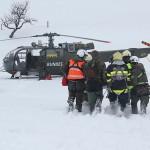 Die Alouette III übernimmt den Verletzten © Bundesheer