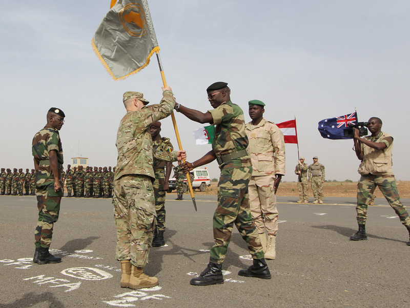 Die Opening Ceremony. Im Hintergrund der Fahnentrupp des Österreichischen Kontingents © US Botschaft Senegal