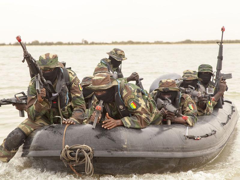 Flussoperationen kommen aufgrund der vielen Gewässer in Westafrika hohe Bedeutung zu. Hier eine senegalesische Einheit © africom.mil