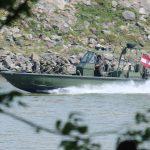 Die Landung erfolgt mit Sturm- und Flachwasserbooten © Doppeladler.com