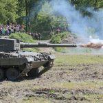 Leopard 2A4 beim simulierten Schuss © Doppeladler.com
