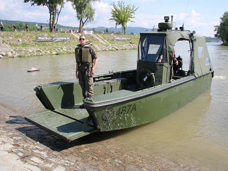 Arbeits- und Transportboot - Bugrampe © Doppeladler.com