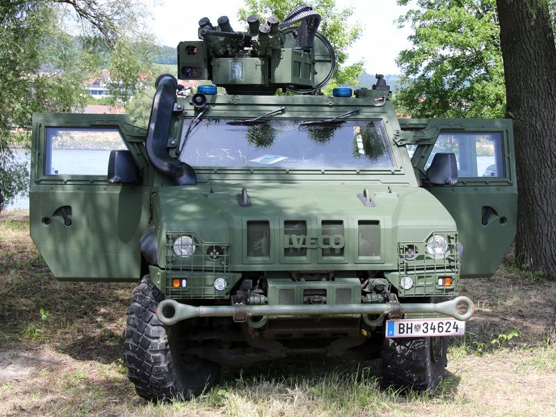 Leichtes geschütztes Mehrzweckfahrzeug Husar (Iveco LMV) © Doppeladler.com