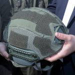 Doskozil übergibt einen Sentry XP Mid Cut Helm mit Helmcover © Bundesheer