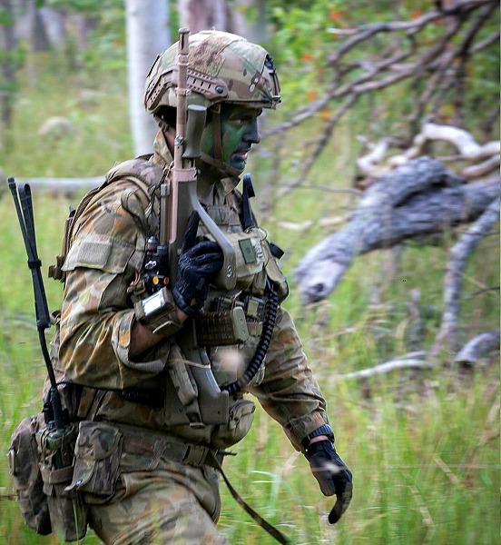 So ähnlich wird das aussehen: Australischer Soldat mit Sentry XP Mid Cut © defence.gov.au