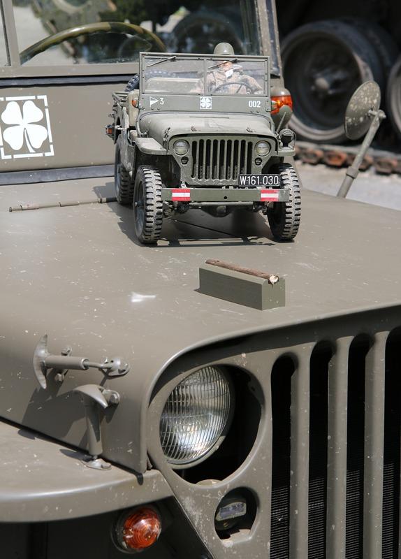 Willys Jeep im Original und Modell © Doppeladler.com