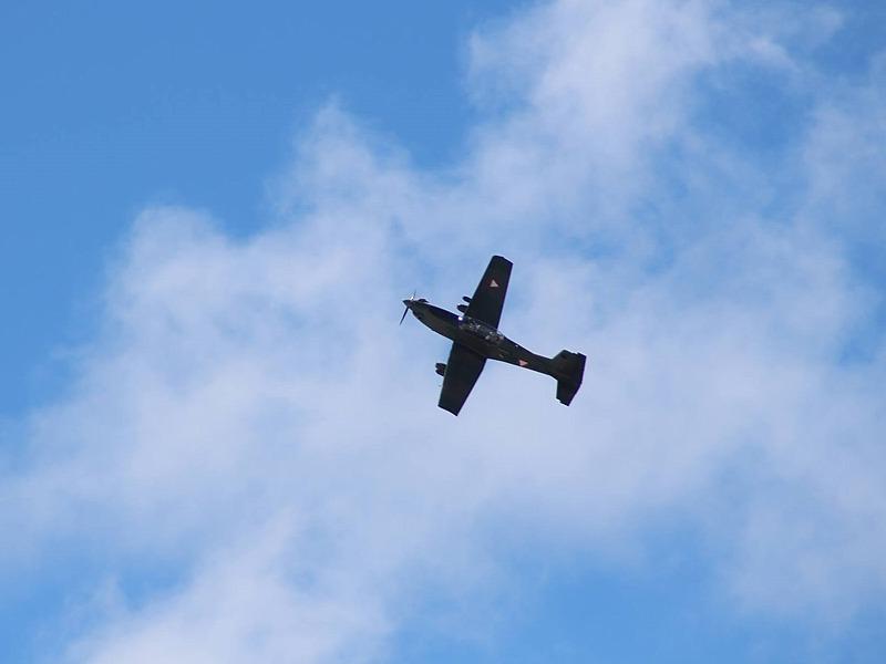 Luftnahunterstützung durch Pilatus PC-7 mit MG- und Raketenpods © Bundesheer