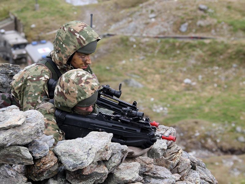 Slowenische Soldaten mit F2000 Sturmgewehr von FN Herstal © Bundesheer