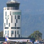 Hinterstoisser-Tower mit Douglas DC-6B © Doppeladler.com