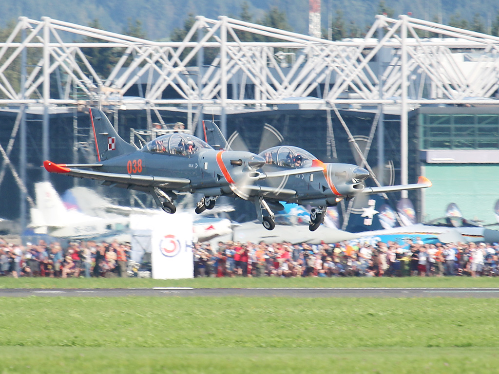 "Team Orlik aus Polen (PZL-130 ""Orlik"") © Doppeladler.com"