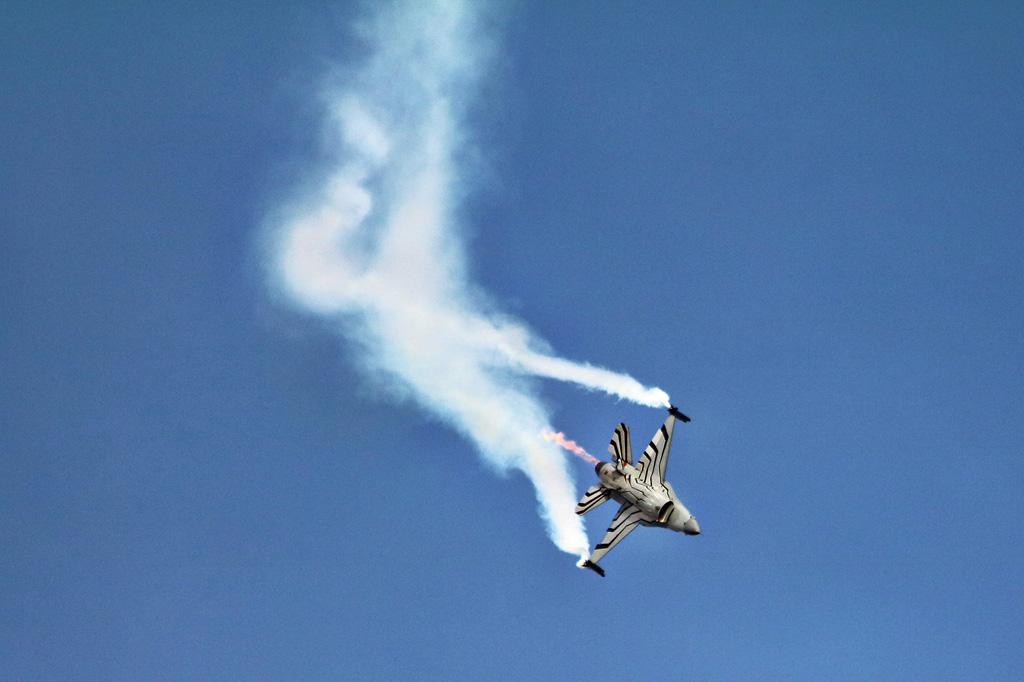 KP3 - Lockheed Martin F-16AM Fighting Falcon - Fire & Smoke ©kiwi_pix