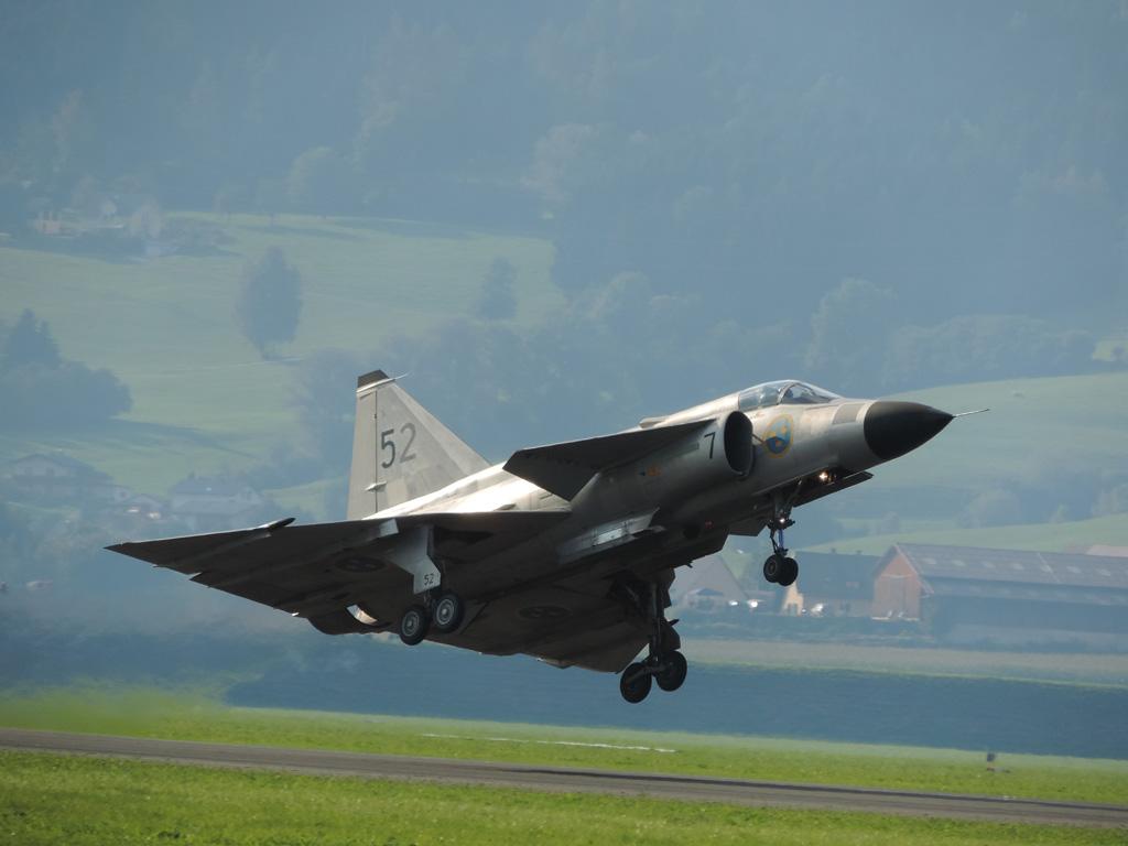 LH1 - J-37 Viggen take off © Lukas Heinzlmeier