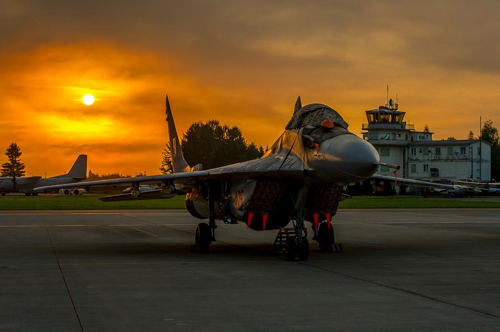 MD1 - Mig 29 im Sonnenaufgang © MADDOG