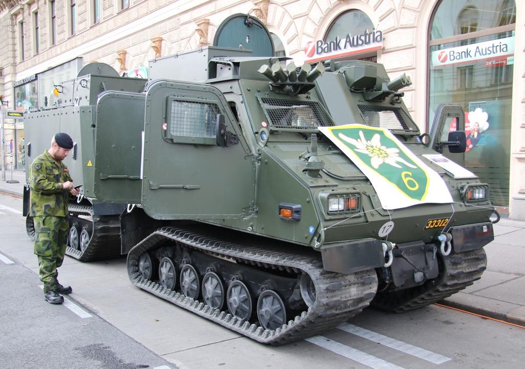 Bald auch beim Heer - Hagglunds BvS10 MkIIB. Hier ein Bv410 der schwedischen Armee © Doppeladler.com