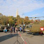 Bell OH-58B Kiowa und Leopard-Kampfpanzer beim Burgtheater © Doppeladler.com