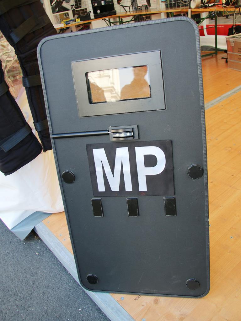 Schild der Militärpolizei © Doppeladler.com