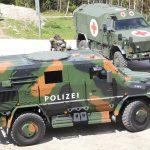 PMV SURVIVOR und Notfallfahrzeug Dingo 2 © LPD Tirol