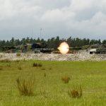 Leclerc (links) und Leopard 2A4 am Schießstand © US Army