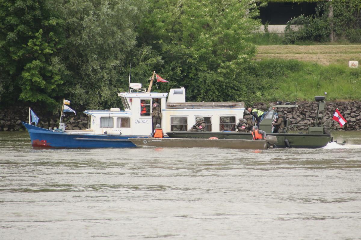 Das Boarding-Team durchsucht ein verdächtiges Schiff © Doppeladler.com