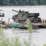 25 t Fähre mit Bergepanzer Greif A1 - so entsteht eine stabile Plattform zur Bergung von Gegensänden aus der Donau © Doppeladler.com