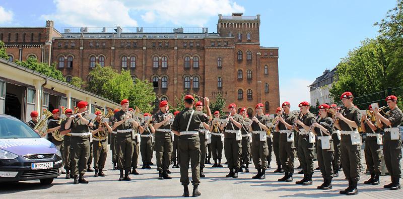 Die Gardemusik spielt auf - es gibt was zu feiern! © Doppeladler.com