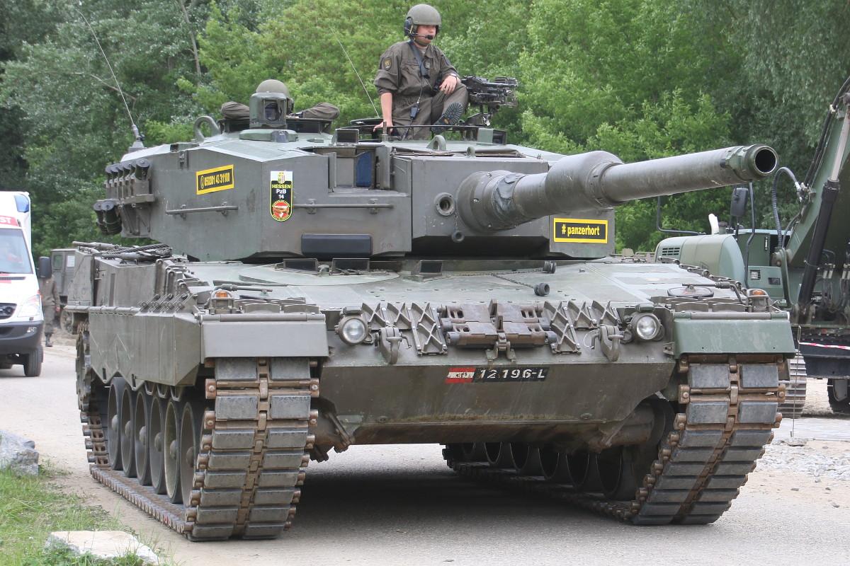 "Kampfpanzer Leopard 2A4 des Panzerbataillon 14 der 4. Panzergrenadierbrigade (""Schwere Brigade"") © Doppeladler.com"