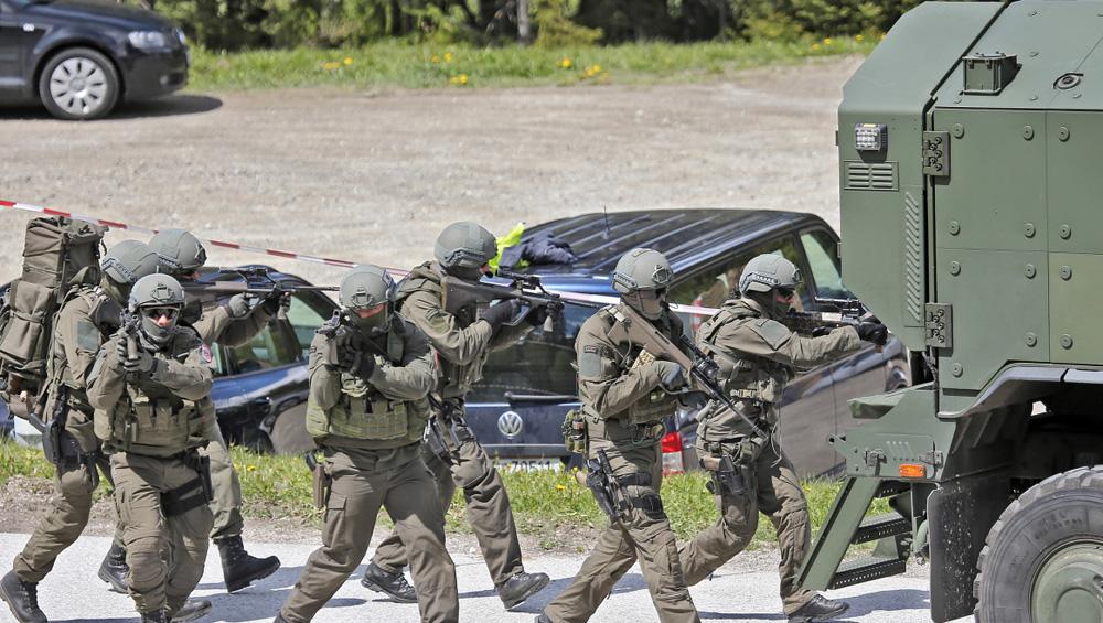 Eigensicherung der Bundesheer - Kaderpräsenzkräfte KPEKp-HGeb/JgB6 © krone.at