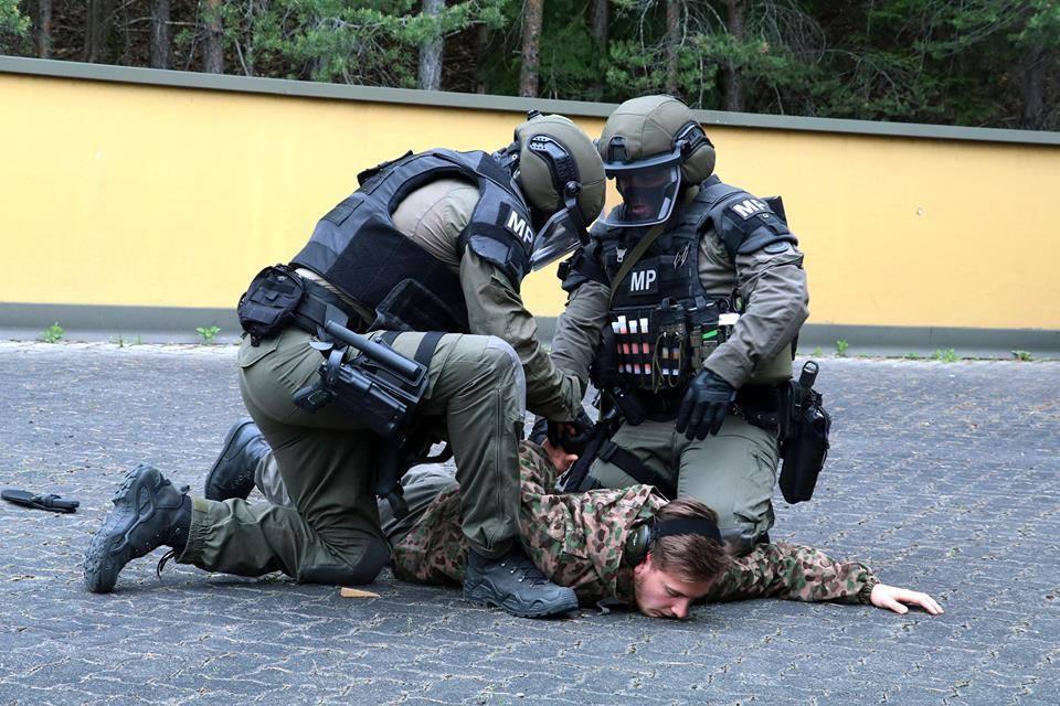 Militärpolizei beim Zugriff © Bundesheer