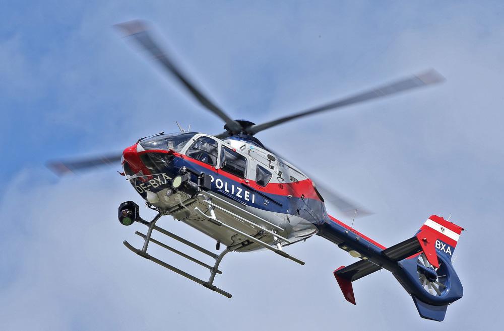 OE-BXA ist ein Eurocopter EC135 P2+ (Airbus Helicopters H135) der Flugpolizei © krone.at