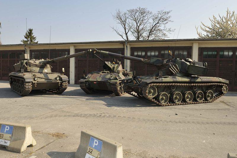 Vor der Panzerhalle © HGM