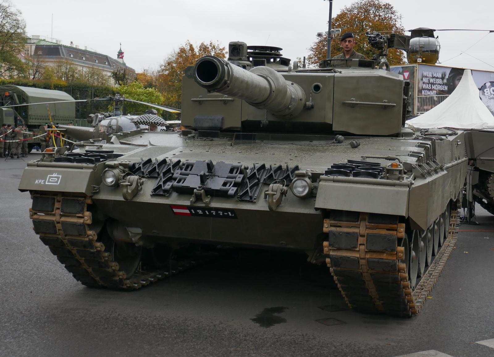 Kampfpanzer Leopard 2A4 © Doppeladler.com