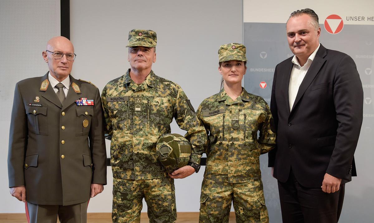 Verteidigungsminister Doskozil bei der Pressevorstellung der Neuen Uniform am 26.09.2017