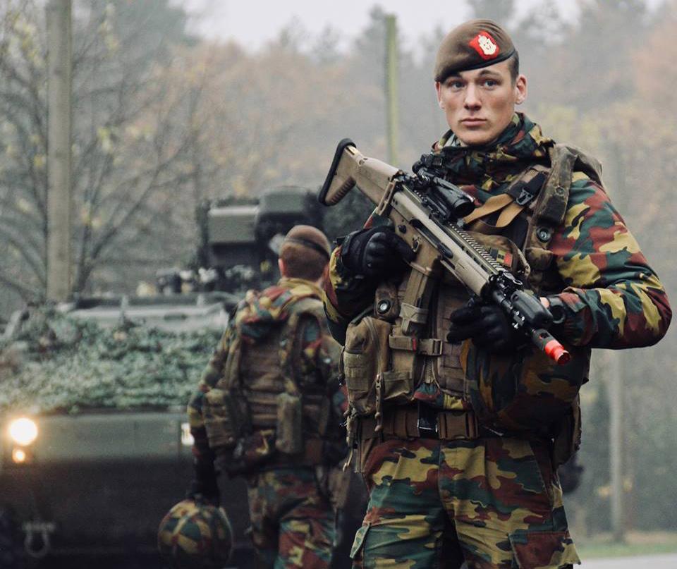 Belgischer Soldat mit FN SCAR Sturmgewehr © Bataljon Bevrijding