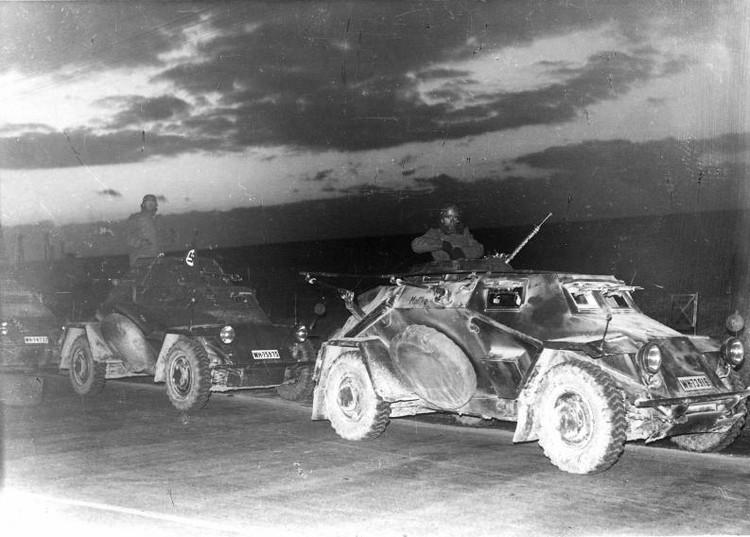 Die ersten deutschen Panzerfahrzeuge in Österreich © Österreichische Nationalbibliothek, Bildarchiv