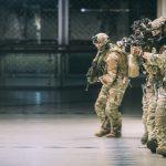 Das Jagdkommando dringt in das Einkaufszentrum ein © Bundesheer