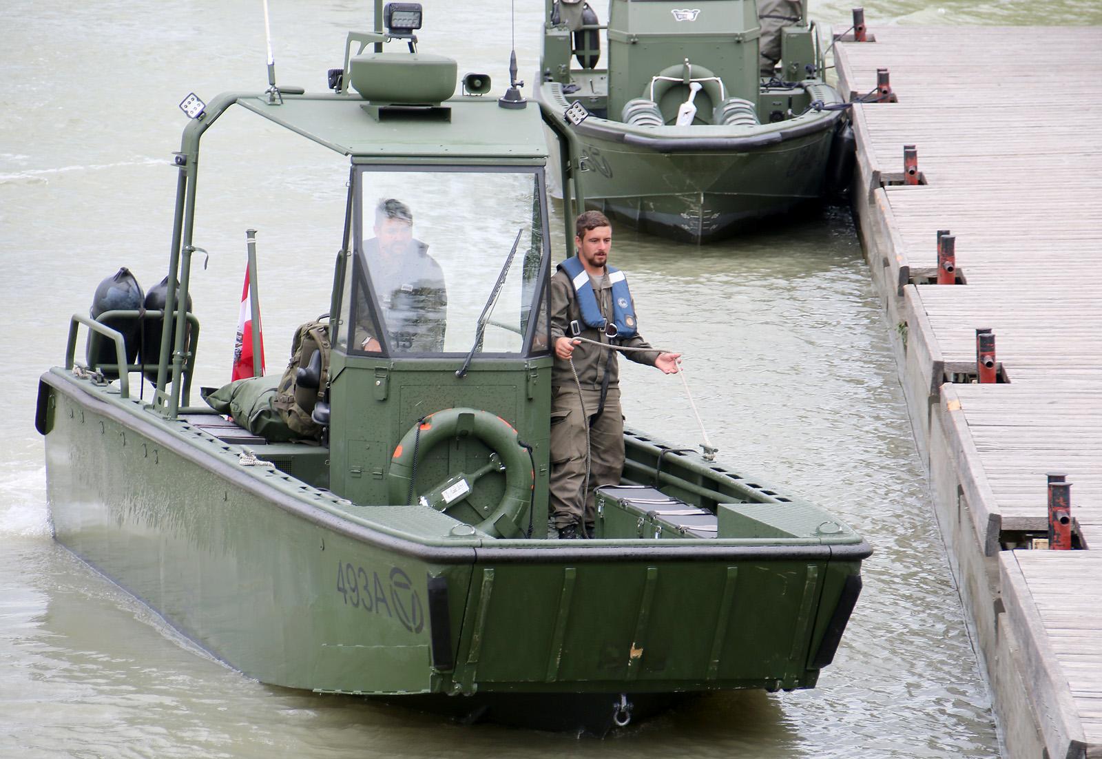 Arbeits- und Transportboot der Pioniere © Doppeladler.com