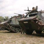 Die gepanzerte Fahrzeuge der Gefechtsvorführung © Doppeladler.com