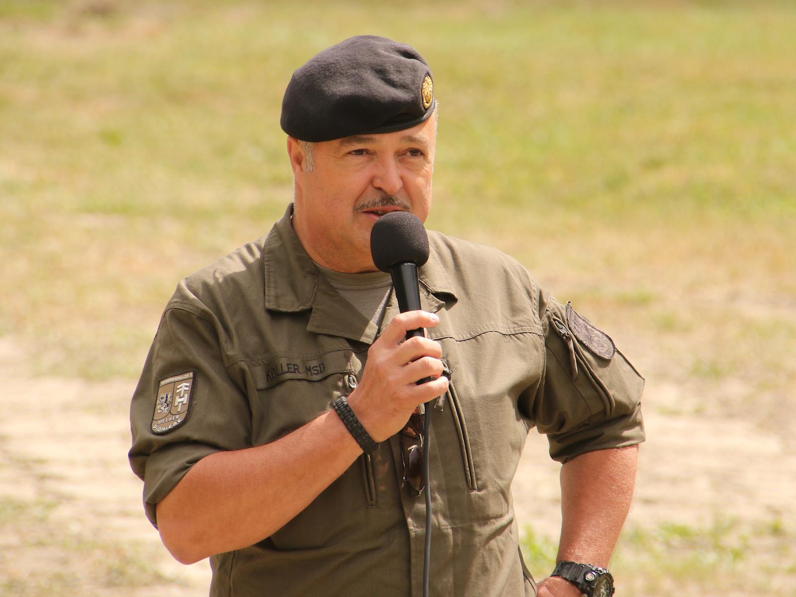 Oberst Reinhard Koller, Kommandant des Pionierbataillons 3, bei der Begrüßung © Doppeladler.com