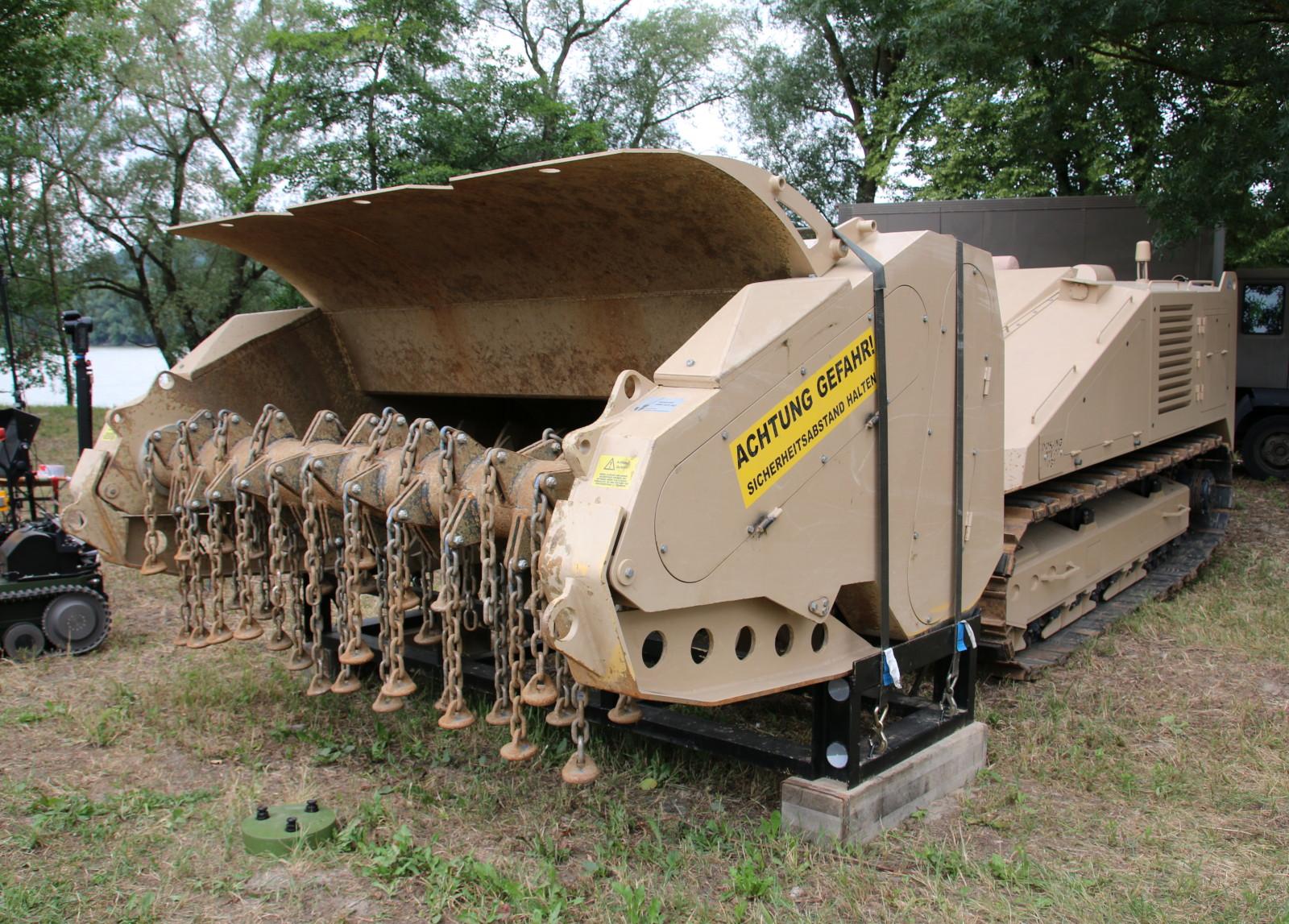 """Das ferngelenkte Minenräumfahrzeug """"mittel"""" vom Typ DOK-ING MV-10 ist ein Einzelstück © Doppeladler.com"""