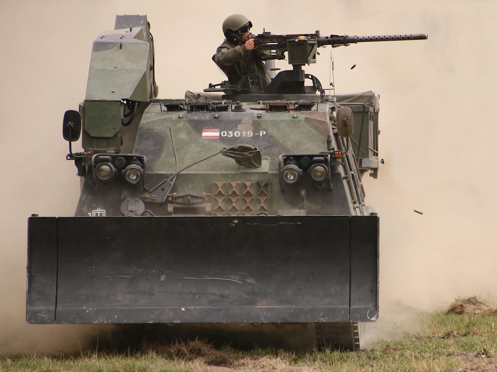 Pionierpanzer A1 im Feuerkampf © Doppeladler.com