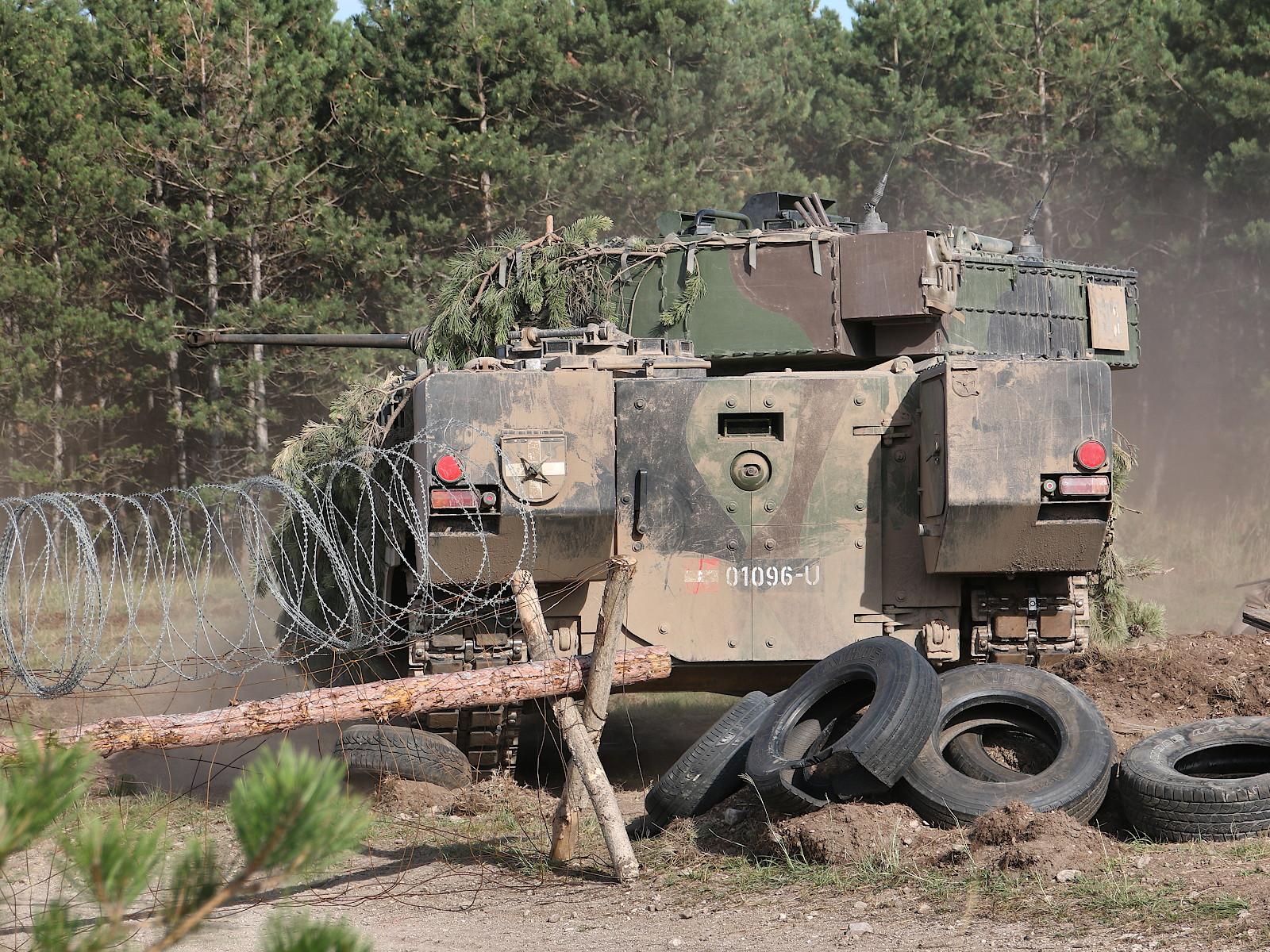 Nun kann mit der Räumung der Sperre begonnen werden © Doppeladler.com
