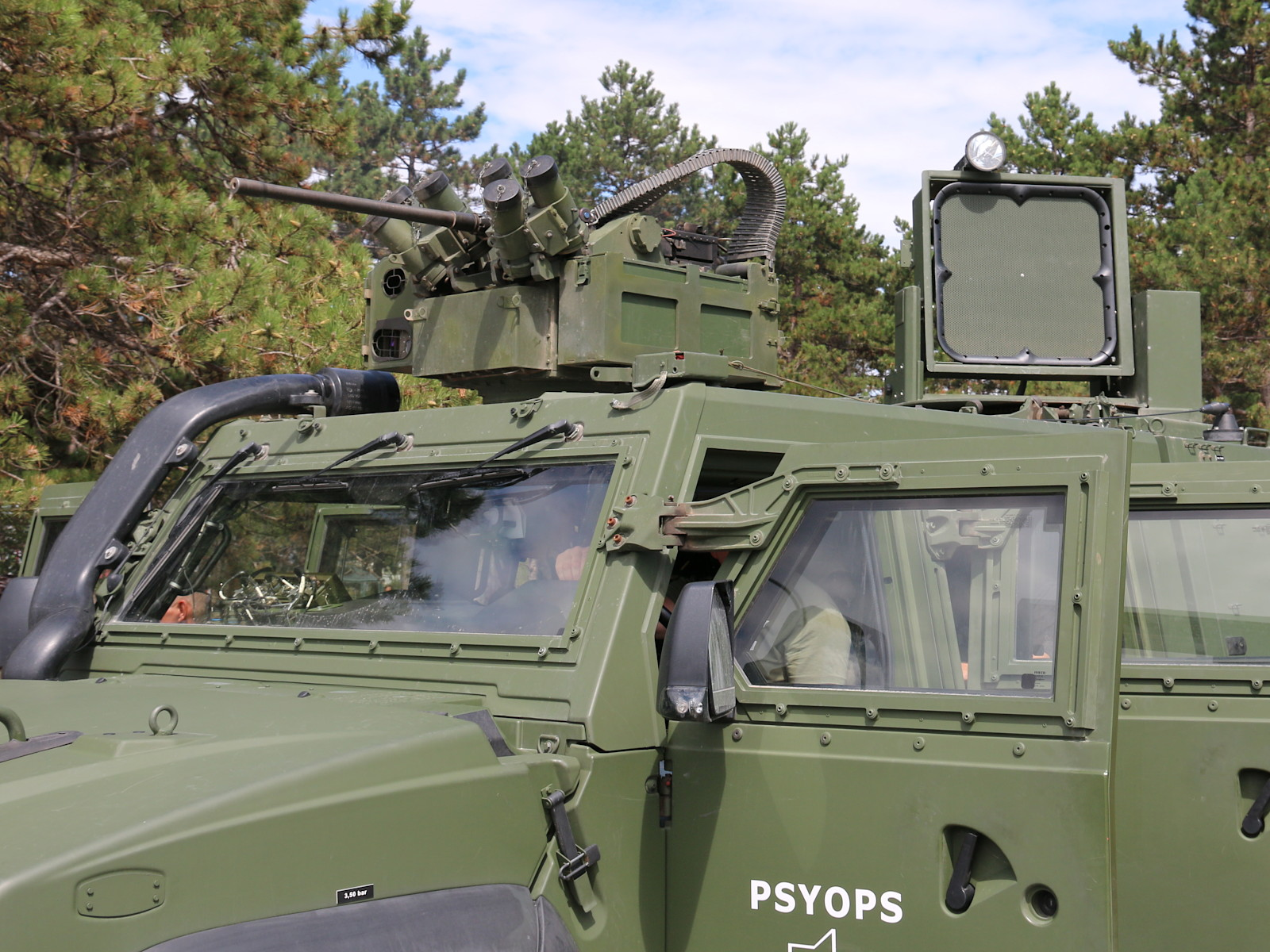 PSYOPS Husar mit Waffenstation WS4 Panther und fernsteuerbares 146 dB Lautsprechersystem © Doppeladler.com