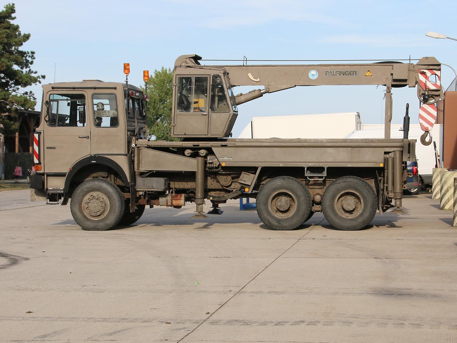 Geländegängiger Krankraftwagen ÖAF 32.281 FDA mit Teleskopkran PK 30,000 T und Doppelseilwinde © Doppeladler.com