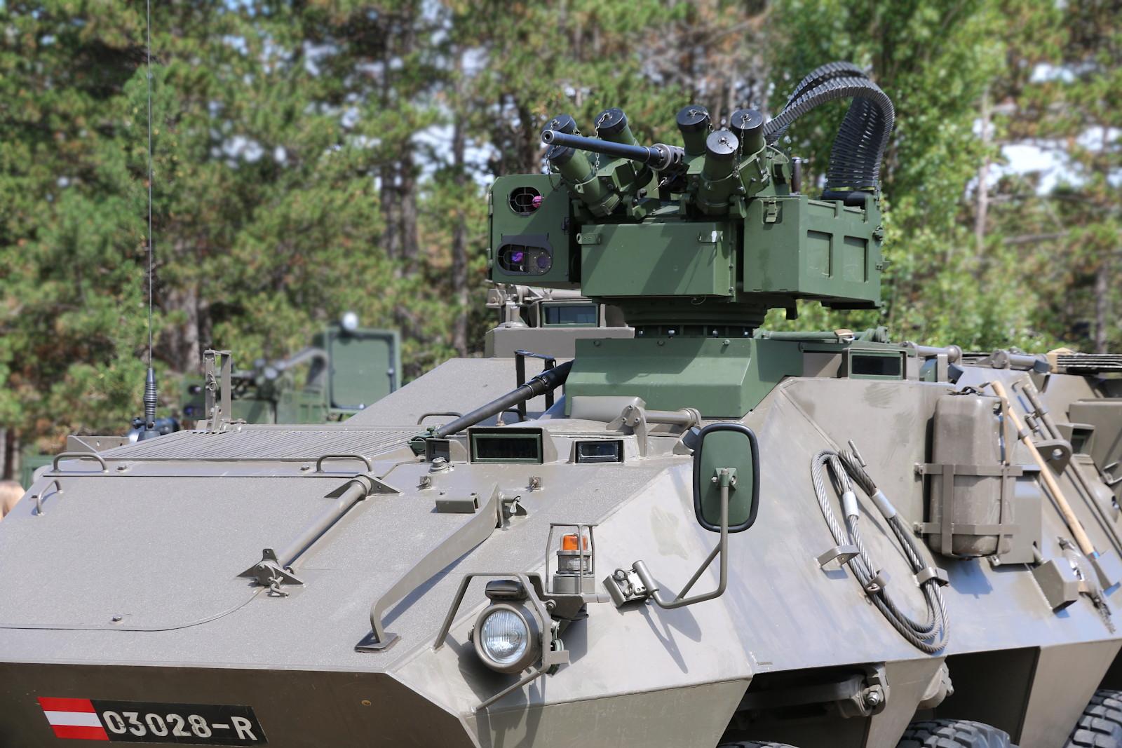 Pandur mit elektrisch fernbedienbarer Waffenstation (efWS) vom Typ WS4 Panther © Doppeladler.com