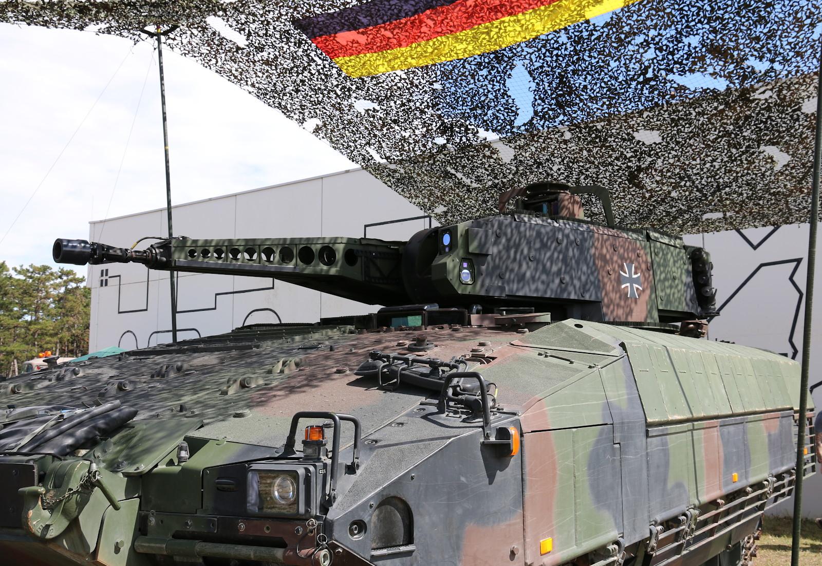 Schützenpanzer Puma des Panzergrenadierbataillons 122 der Deutschen Bundeswehr © Doppeladler.com
