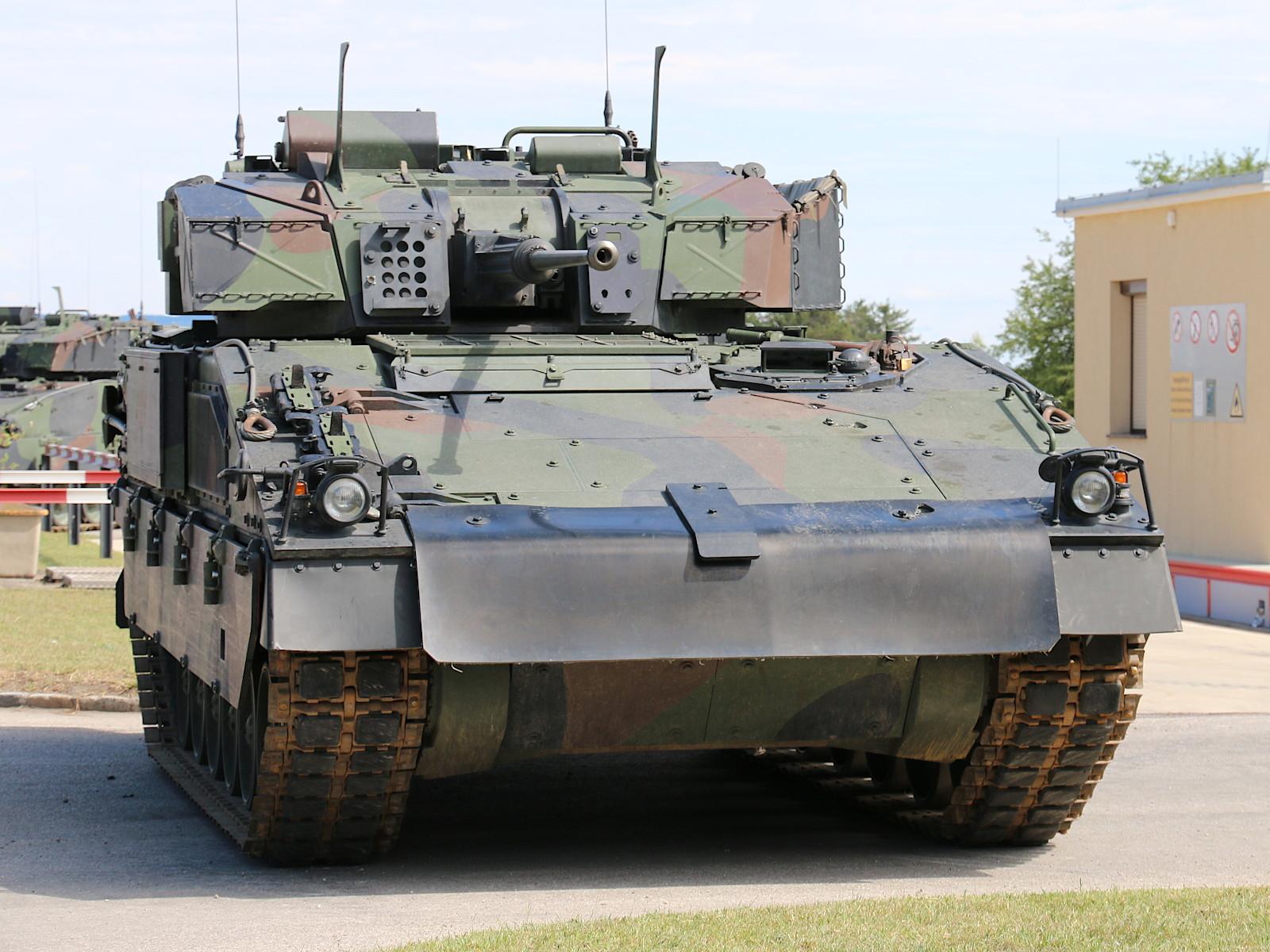 Der Hausherr in der Jansa-Kaserne: Schützenpanzer Ulan © Doppeladler.com