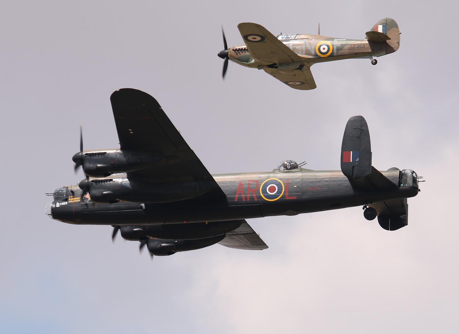 Lancaster Bomber mit Hurricane Begleitschutz (BBMF) © Doppeladler.com