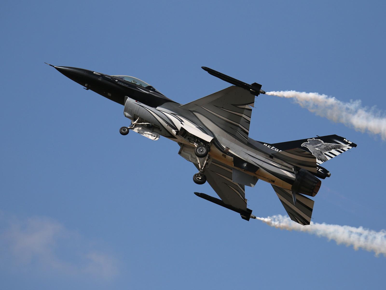 """Lockheed F-16 MLU """"Dark Falcon"""" FA101 der belgischen Luftwaffe © Doppeladler.com"""