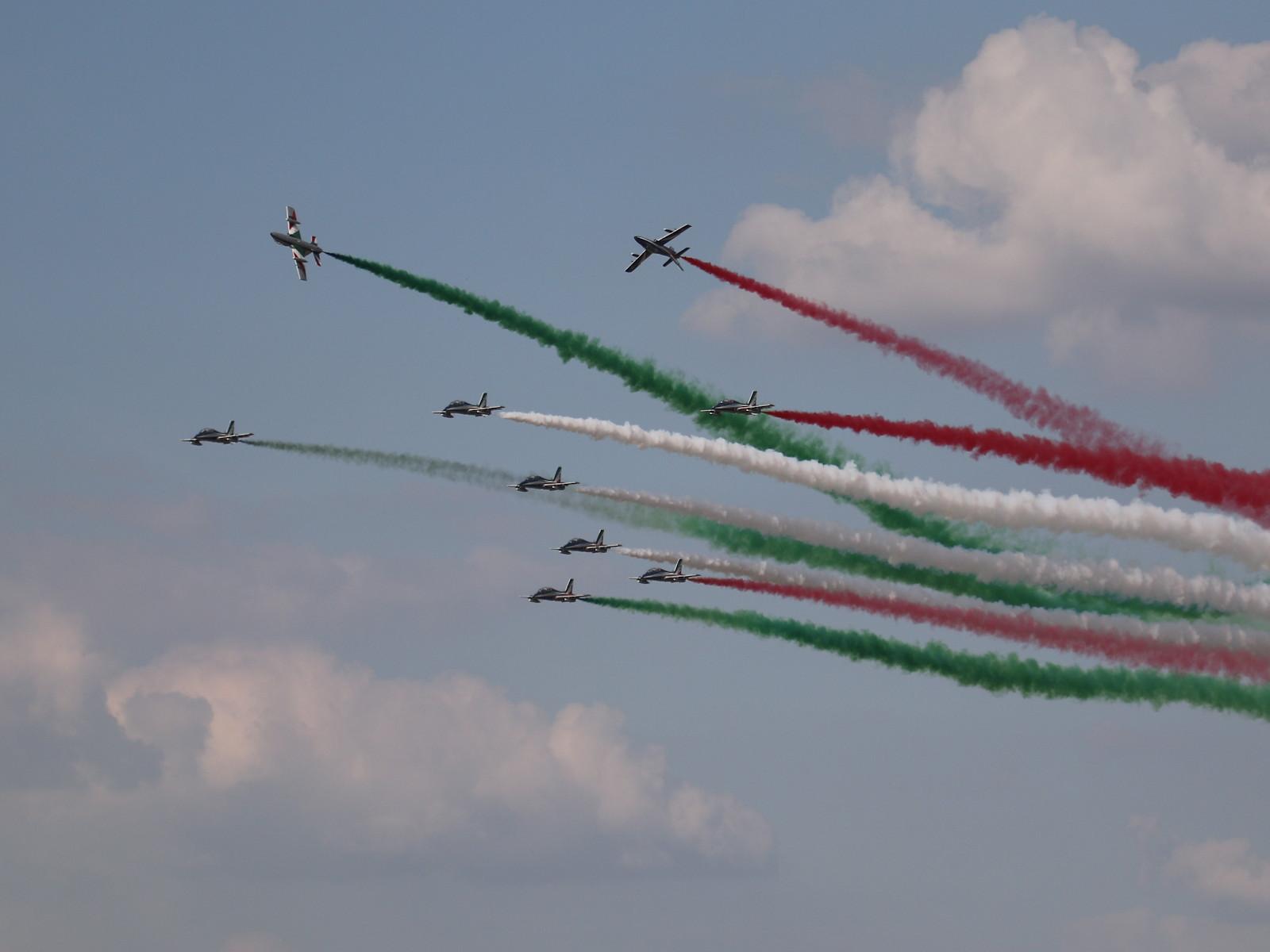 Frecce Tricolori auf 10x MB339 PAN (AT-339A) © Doppeladler.com