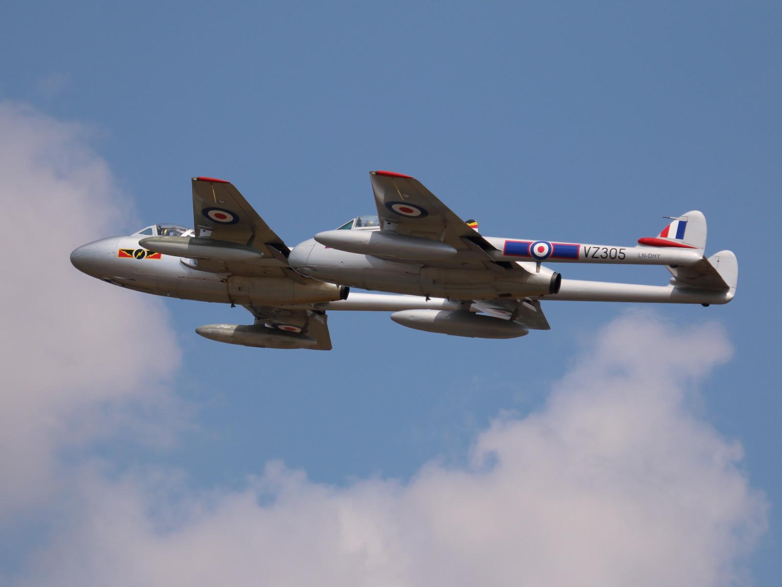 De Havilland Vampire T.55 Doppelsitzer und Vampire FB-52 Einsitzer aus Norwegen - zum 100er in RAF Farben © Doppeladler.com
